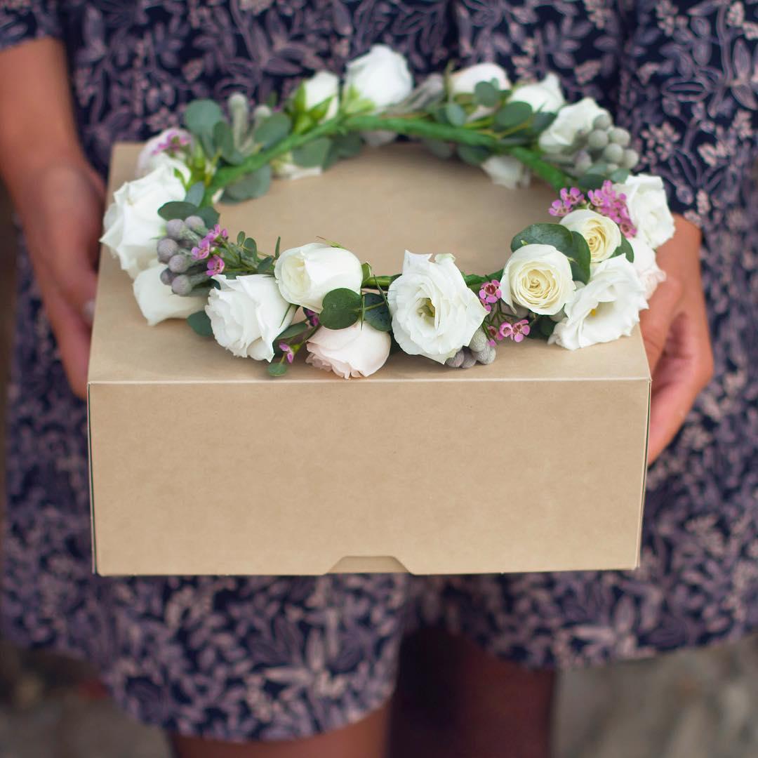 Подарок из живых цветов на голову купить москва, цветы в красноярске по оптовым ценам ул маркса